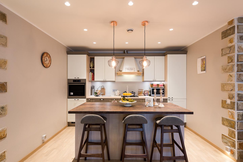 köögimööbel-kolme-tooliga-söögisaar