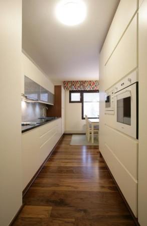 köögimööbel-valge-mööbel-musta-tööpinnaga