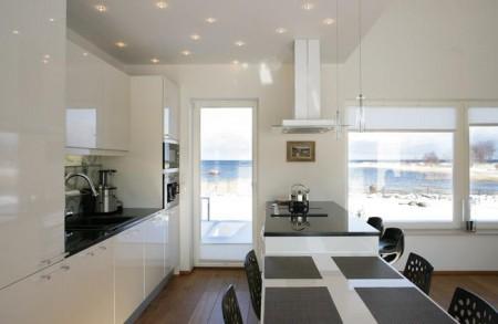 köögimööbel-valge-must-tööpind-aknaga