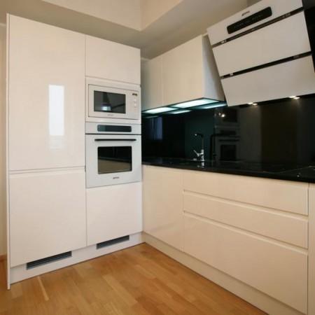 köögimööbel-valge-mustaga-köök