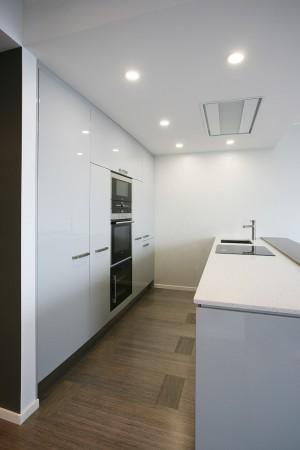 köögimööbel-valge-rohke-valgusega