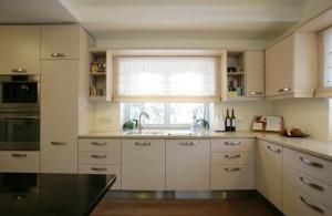 ökoeramu-sakus-köök-aknaga