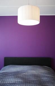 julged-värvilahendused-magamistuba-voodi-lamp