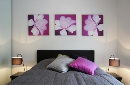 magamistoa-mööbel-must-voodi-lillade-detailidega-öökapid-valgustitega