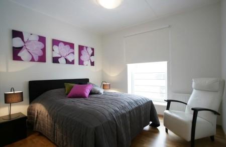 magamistoa-mööbel-must-voodi-lillaka-detailidega