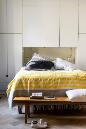 magamistoa-mööbel-suur-kapp-voodi-taga-pink-voodi-ees
