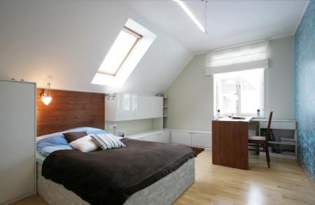 magamistoa-mööbel-valge-magamistuba-sinaka-tapeedi-ja-pruuni-puidug