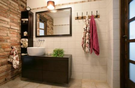 vannitoa-mööbel- kivisein-peegel-tume-valamukapp