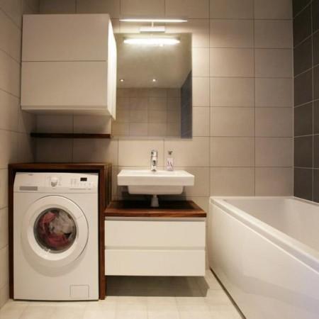 vannitoa-mööbel- tumedad-heledad-plaadid-valge-kapp-tumeda-pinnaga