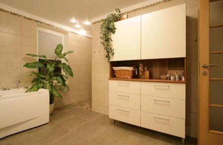 vannitoa-mööbel- vannitoa-kapp-valge-vanniga