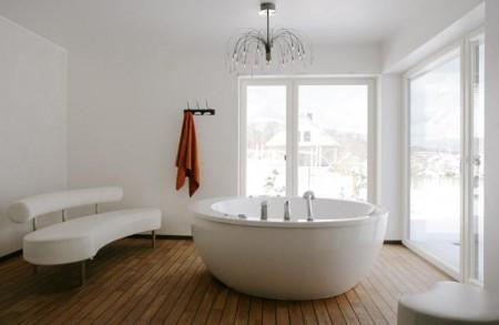 vannitoa-mööbel-väga-avar-vann-keset-tuba