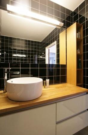 vannitoa-mööbel-valamu-kapi-peal-peenike-riiul-vannitoas