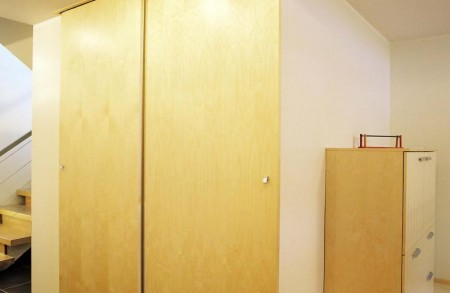 garderoob-puidust-lükandustega