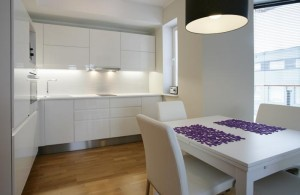 korter-pärnus-köök-laud