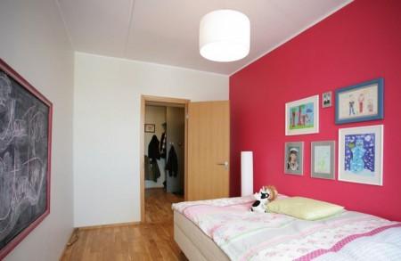 lastetoa-mööbel-punane-roosa-lastetuba-tahvel-lastetoas