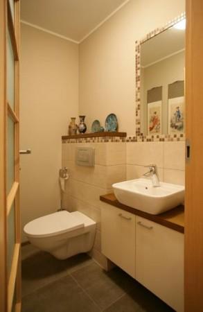 vannitoa-mööbel- tualett-väike-valamukapp-valge-kraanikauss