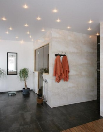 vannitoa-mööbel-ilusad-seina-ja-põranda-plaadid